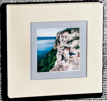 свадебная фотокнига ,обложка кожезаменитель с фотовставкой из паспорту
